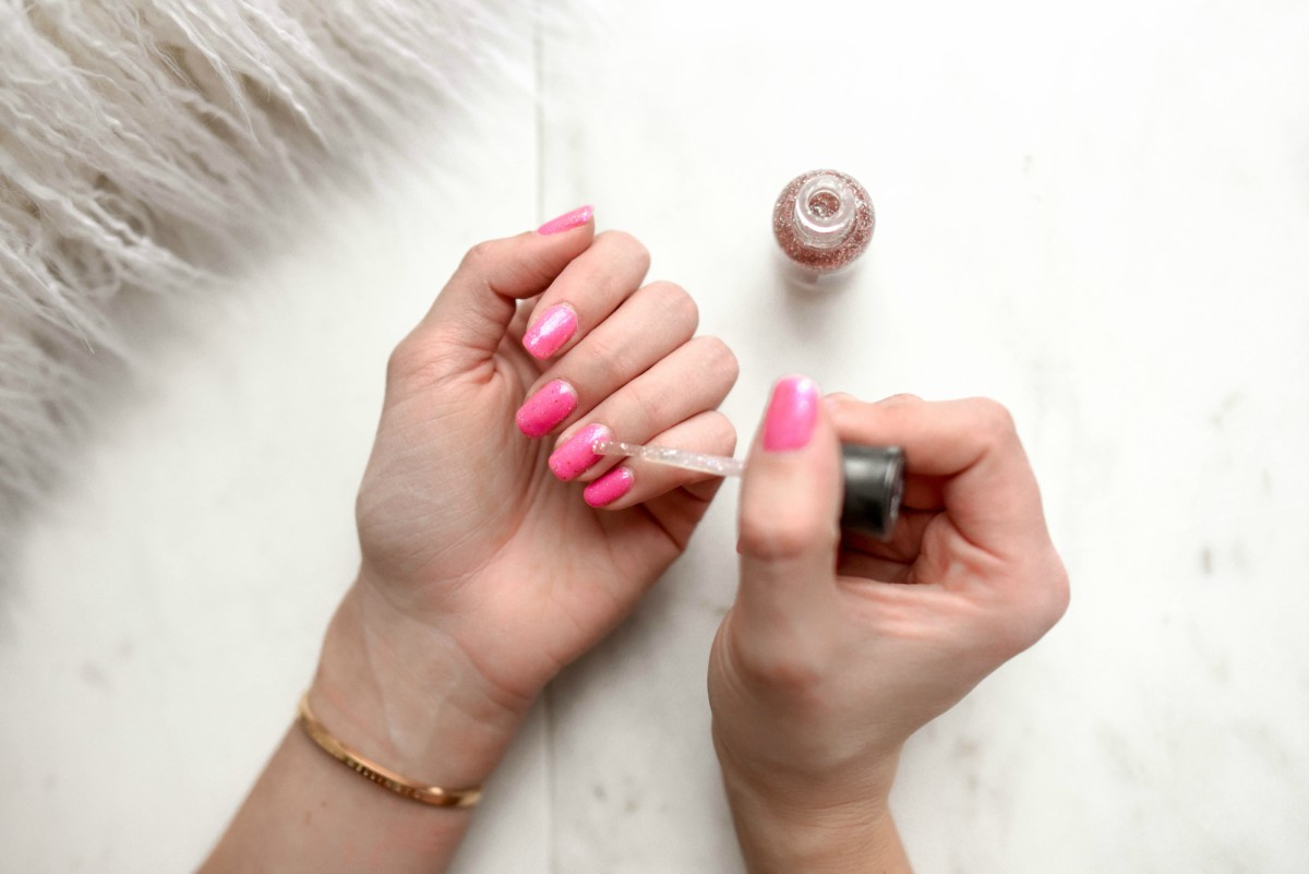 Dip vs Gel vs Acrylic Nails – Pros and Cons - UV Hero